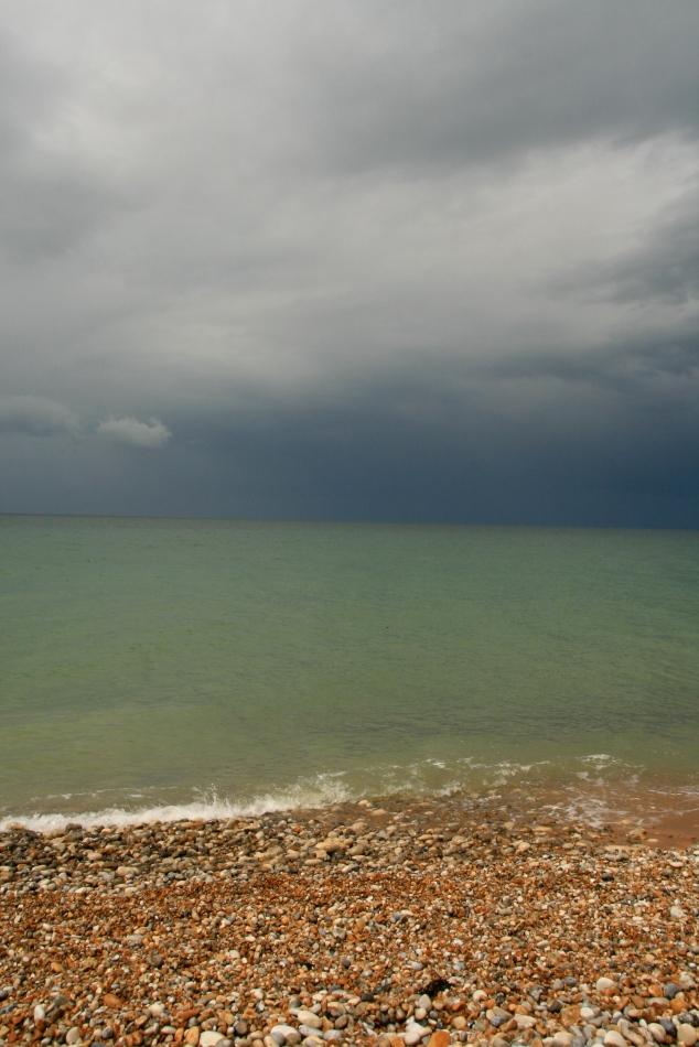 15 minutes après : De Staël ? Rothko ? Non paysage de Longues-sur-mer après la courte pluie d'orage - Crédit photo : AB