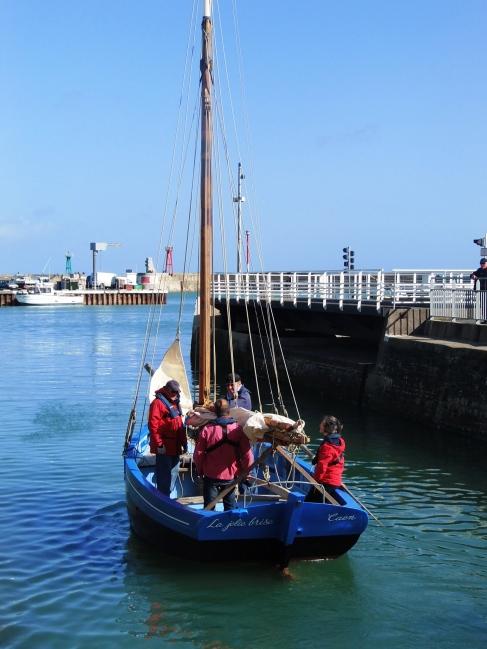 La Jolie Brise à la sortie du port, jeudi 9 mai 2013 - Photo : Les Filles du Bord de Mer